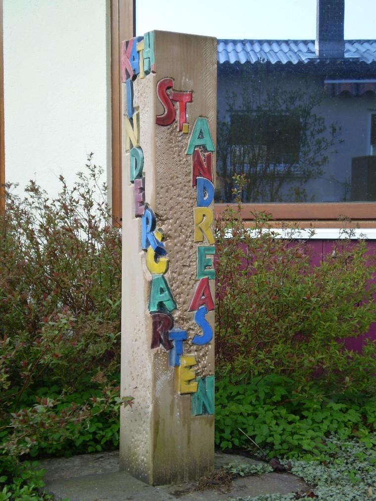 Stehle vorm Katholischen Kindergarten Sankt Andreas in Tuttlingen-Möhringen
