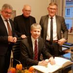 Bild von der Unterzeichnung