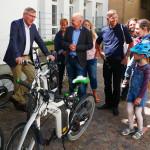 OB Michael Beck, E-Manager Dieter Schaaf und Pedelec-Fahrer
