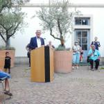 OB Beck spricht vor Neubürgern im Rathausinnenhof
