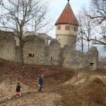 Kinder vor der Honburg-Ruine