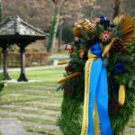 Ein Trauerkranz auf dem alten Friedhof