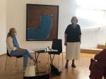 Anna-Maria Ehrmann-Schindlbeck und Dietlinde Stengelin in der Galerie der Stadt Tuttlingen.