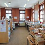 Blick in die Stadtbibliothek beim Bücherflohmarkt