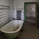 eine leerstehende, sanierungsbedürftige Wohnungen