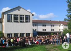 Schüler und Lehrer der Hermann-Hesse-Realschule Tuttlingen bei einer Vollversammlung