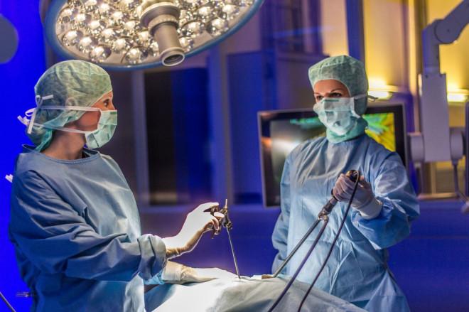 Einblick in einen Operationssaal im Besucherzentrum von Karl Storz