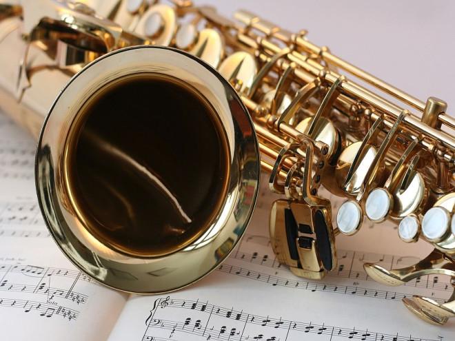 Bild Saxophon mit Noten