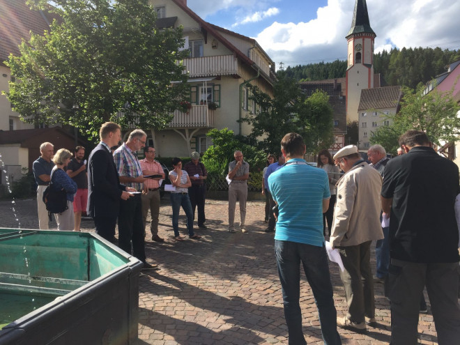 Versammlung der Möhringer Bürger*innen beim Stadtteilspaziergang
