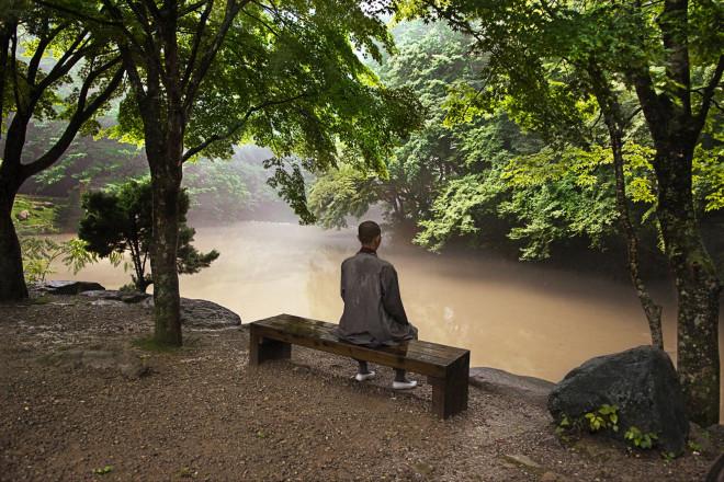 Beopjusa Buddhist Monastery, Songnisan National Park, Korea, 2007, KOREA-10017NF2Monk sitting on a bench at Songnisan National Park.Bonnie Book FINAL SELECTRetouched_Kylie Wright, John Rohrer, Sam Wallander 5/24/2018