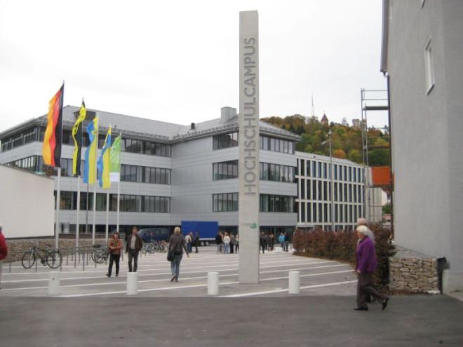 Außenansicht & Innenhof des Hochschulcampus Tuttlingen