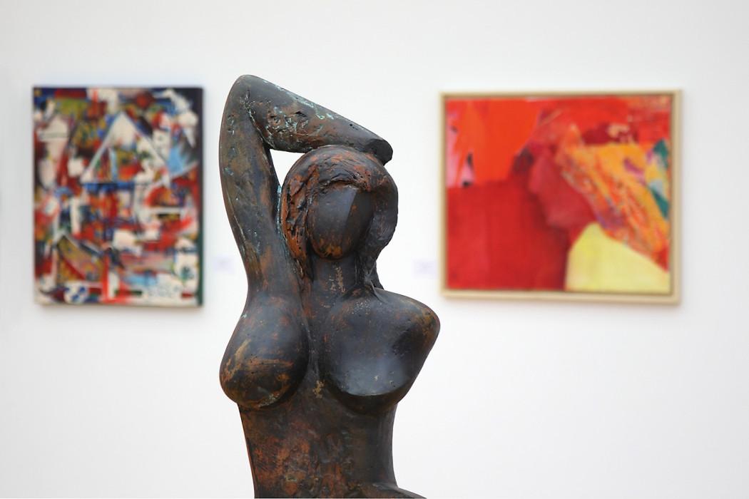 Skulptur einer Ausstellung in der Galerie