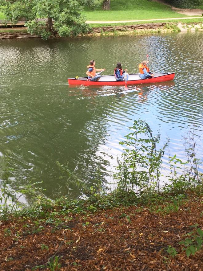 Bild von Personen im Kanu
