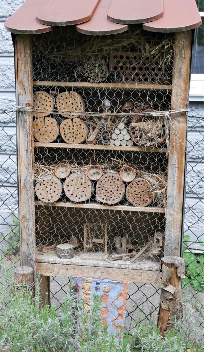 Foto aus dem Online-Kreativprogramm  der KW 22 – selbstgebautes Insektenhotel