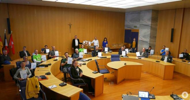 Blick in den Ratssaal mit allen Geehrten, Vertretern der Sponsoren, OB Beck und Mitarbeitern der Stadtverwaltung