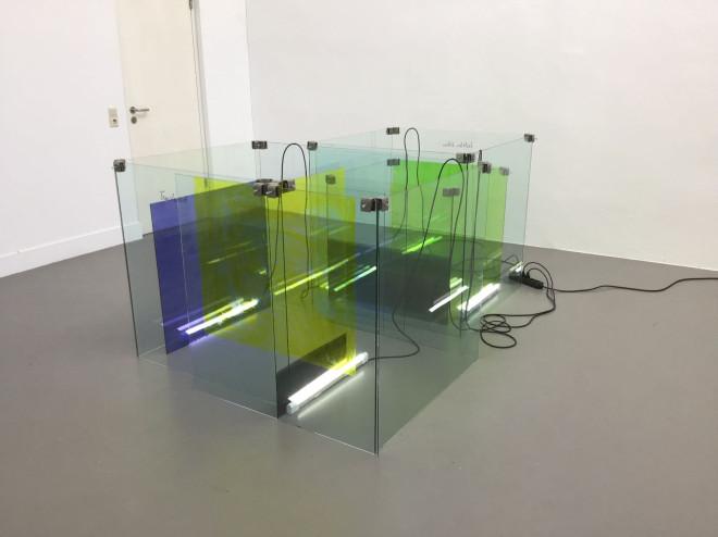 Kunstwerk des Künstlers Leberer, Tauchbad, Neon / Glas / Farbe / Eisen / Kabel, 2018 - 19
