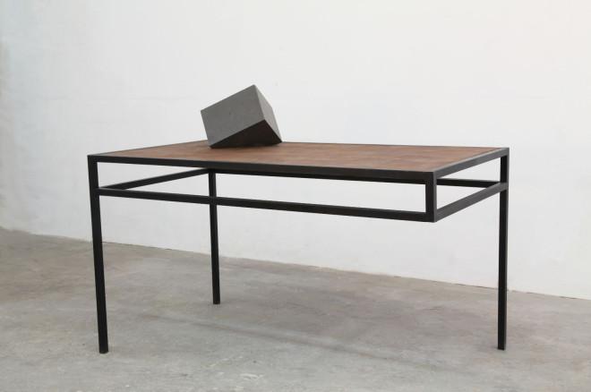 Werk von Shinroku Shimokava,Tisch mit Skulptur, 2017, Stahl, Holz, Stein