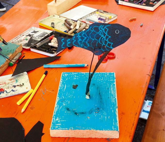 Kunstwerk mit einem Fisch von einem Kind gestaltet