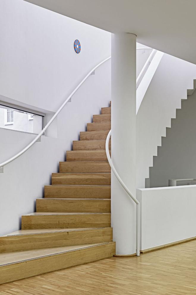 Blick auf die Treppe ins 2. Obergeschoss der Galerie Tuttlingen