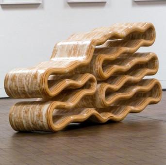 Werk der Künstlerin Melanie Lachieze-Rey, (8(8)8), Sperrholz, Leim, Spachtelmasse, Kunstharzlack, 73 x 175 x 38 cm, 2013. Foto: Archiv Künstlerin.