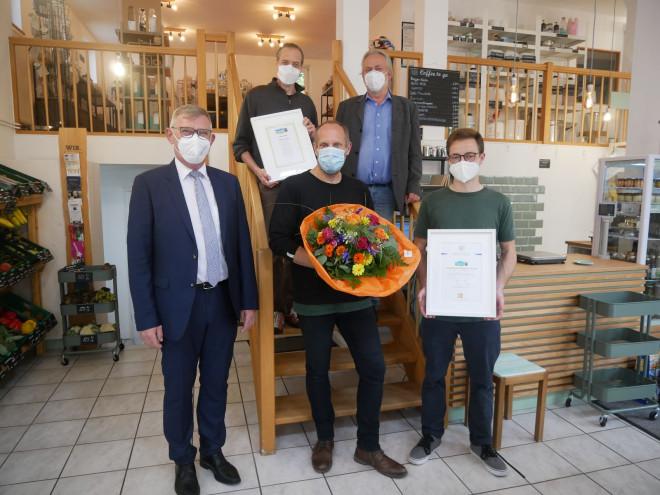 Ob Michael Beck, Frank Wertke, Gustav Mattheis, Bodo Kreidler und Klaus Jansen im Unverpacktladen WaageMut in Tuttlingen.