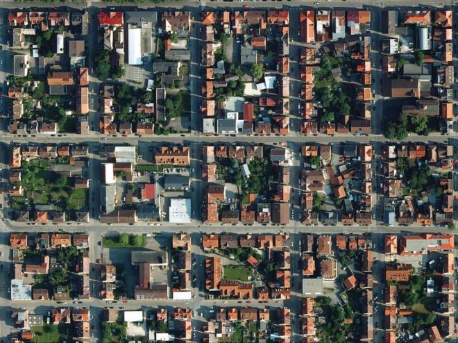 Die Häuser in Tuttlingen wurden in einer quadratischen Bauweise angelegt. Luftaufnahme der quadratische Häuser in Tuttlingen.
