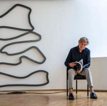 """Bernar Venet in der Galerie der Stadt Tuttlingen 2021 und """"unbestimmte Linie""""  von 1979"""