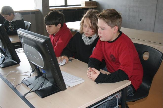 Schüler vorm Computer